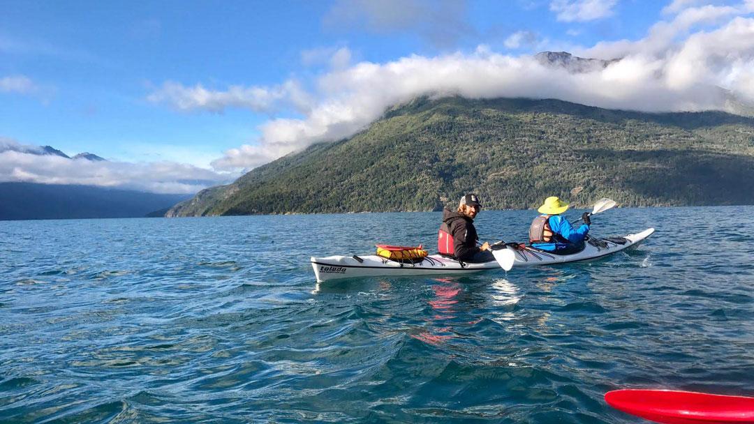 kayaking-in-patagonia-lago-puelo